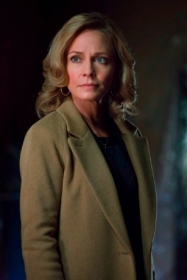 Moira_Queen_Arrow_TV_Series_003